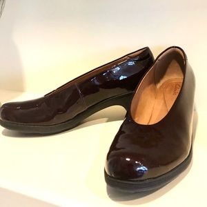 UNWORN - New! Clarks mid-heel shoes